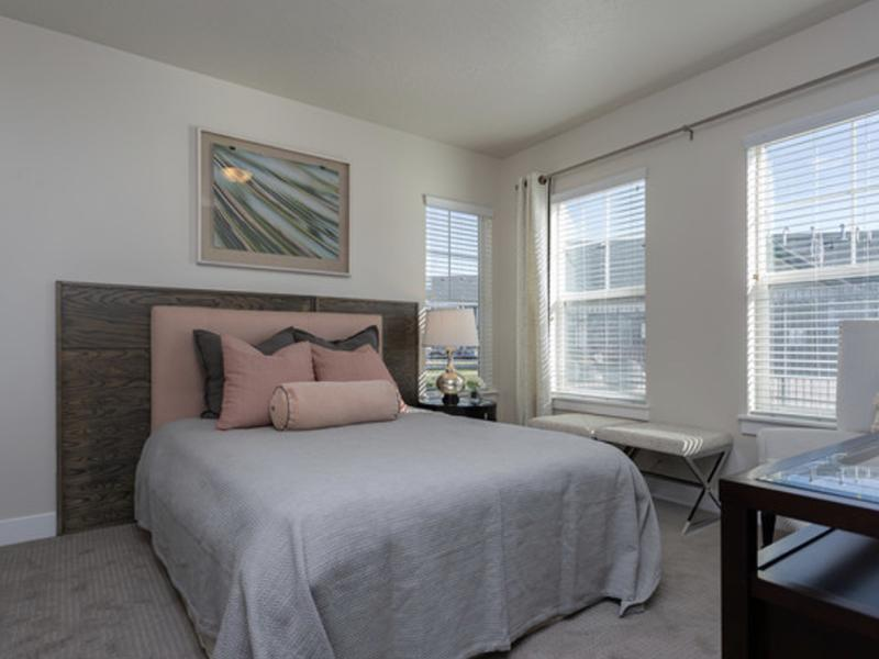 Bedroom | Riverwalk Apartments