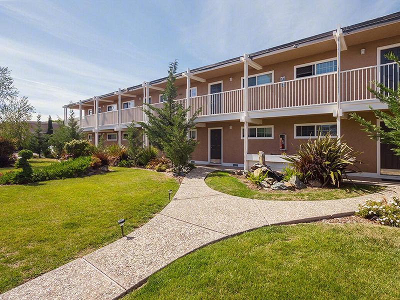 Exterior - Sun Valley Apartments - Pleasant Hill,