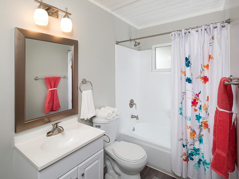Bathroom | Aloha Apartments
