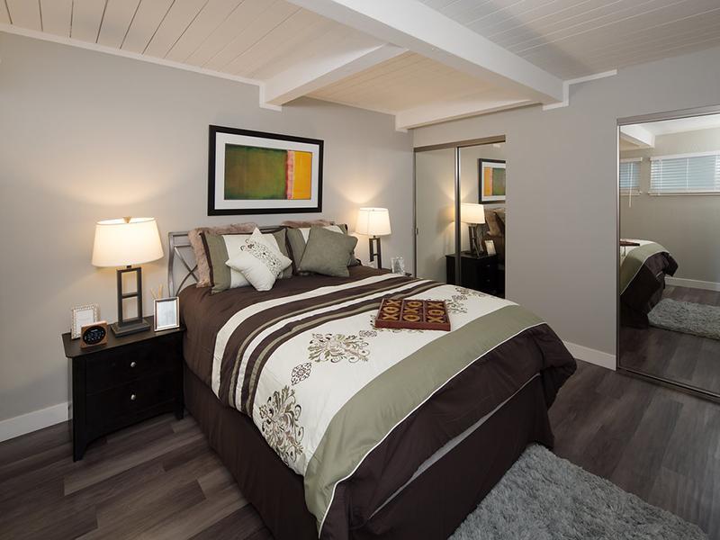 Bedroom | Aloha Apartments