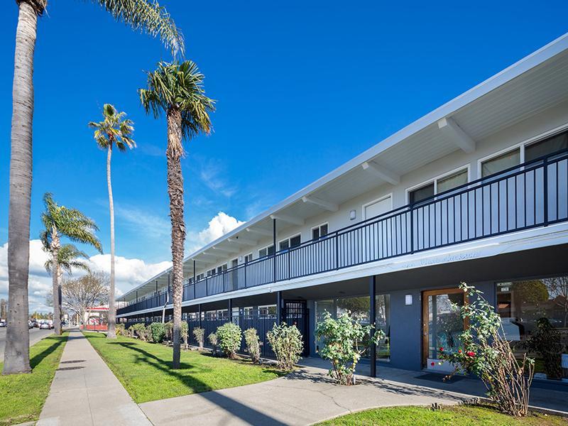 Building Exterior | Aloha Apartments