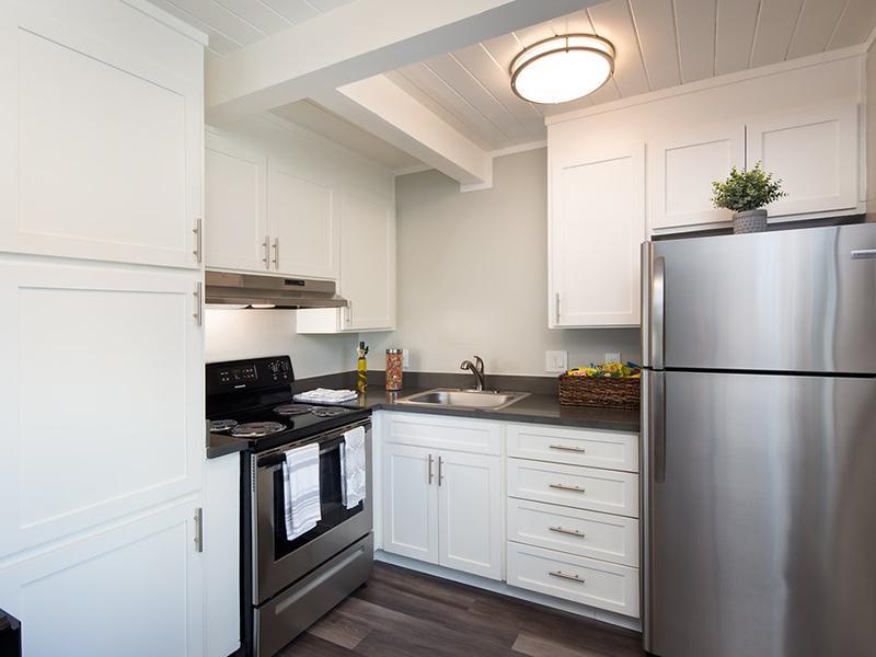 Kitchen | Aloha Apartments