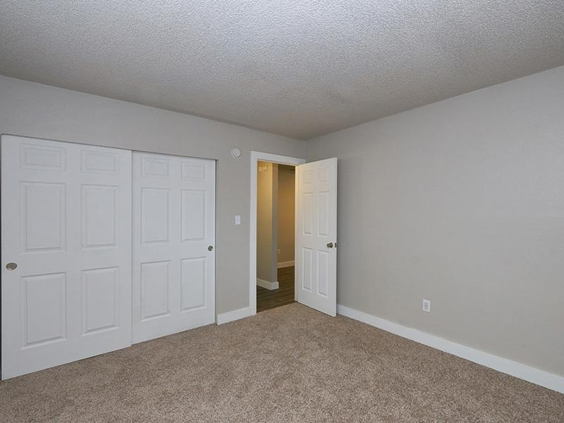 Bedroom   Landing Point Apartments
