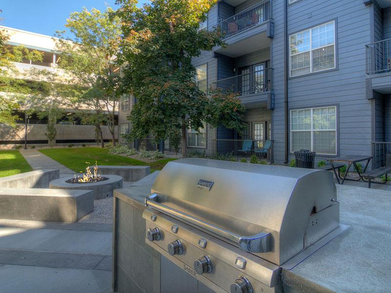 Outdoor Grill | Braxton at Trolley Square Apartments