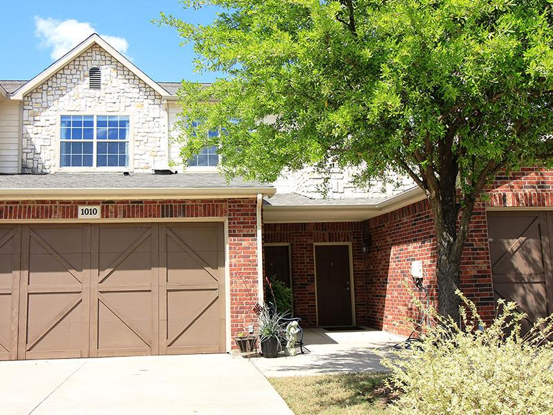 Building Exterior | Estates of Coppell