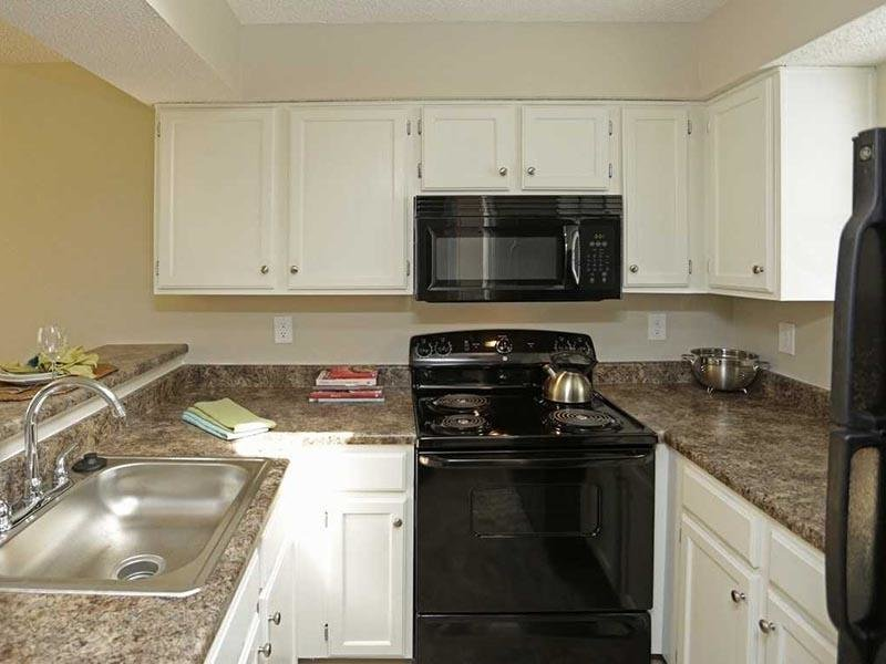 Fully Equipped Kitchen - Three Fountains - MO