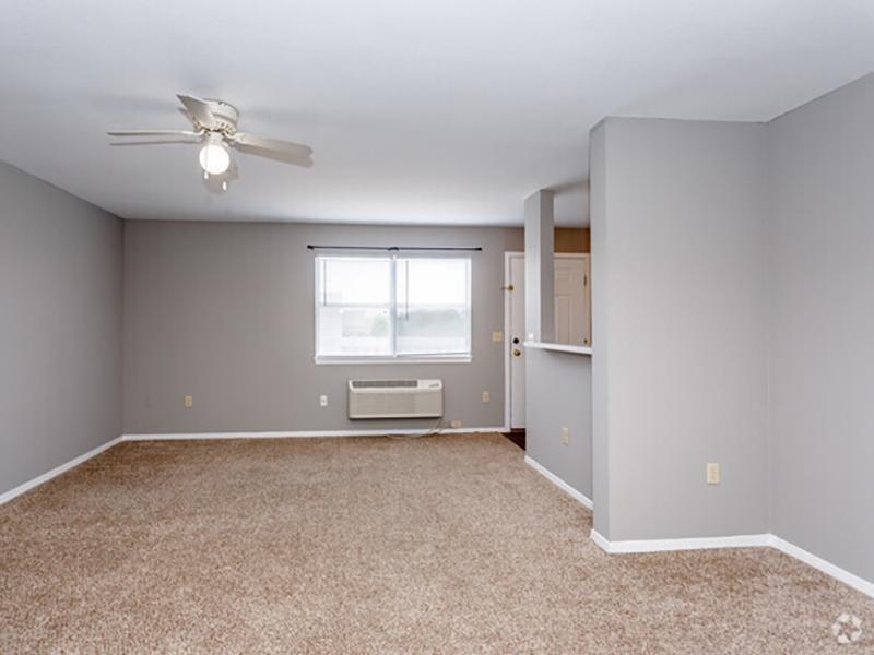 Living Room | Eagle Ridge Apartments