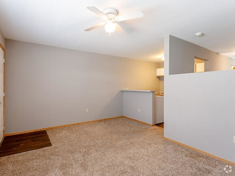 Front Room | Eagle Ridge Apartments