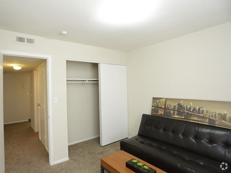 Room   Country Club on 6th Apartments