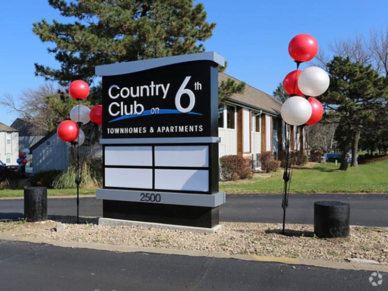Welcome Sign | Country Club on 6th Apartments