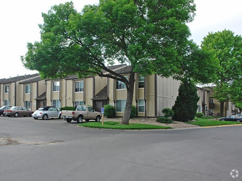 Country Club on 6th Apts in Lawrence, KS