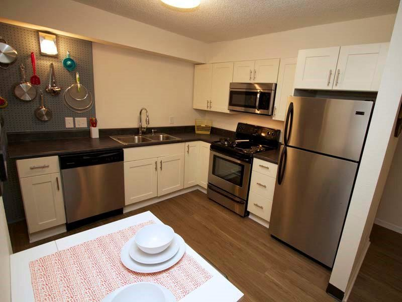Kitchen - Apartments in Kansas City, Missouri