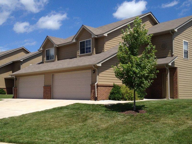 Front Yards   Cross Creek Villas in Columbia, Missouri