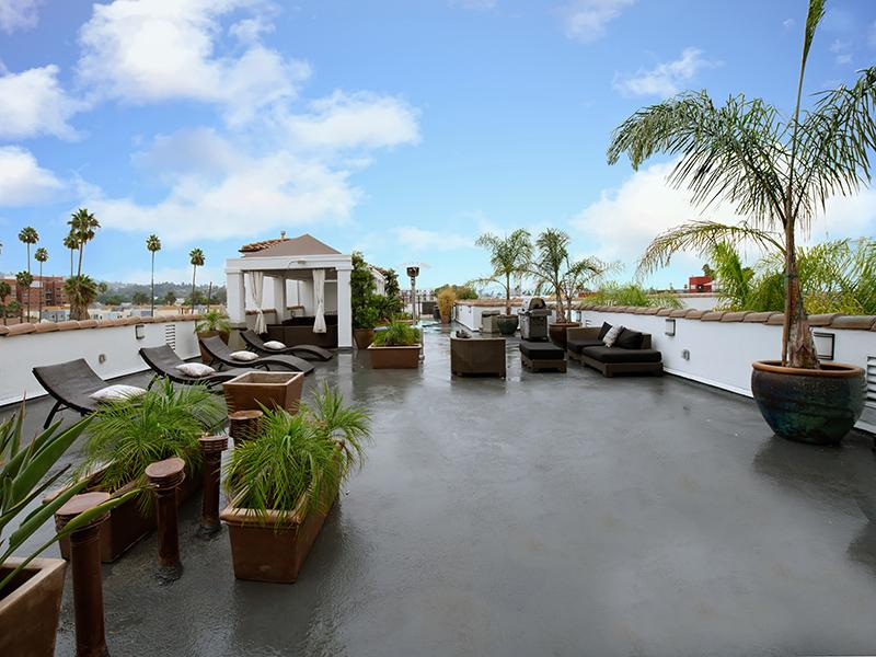 Rooftop Lounge | Hollywood View Towers
