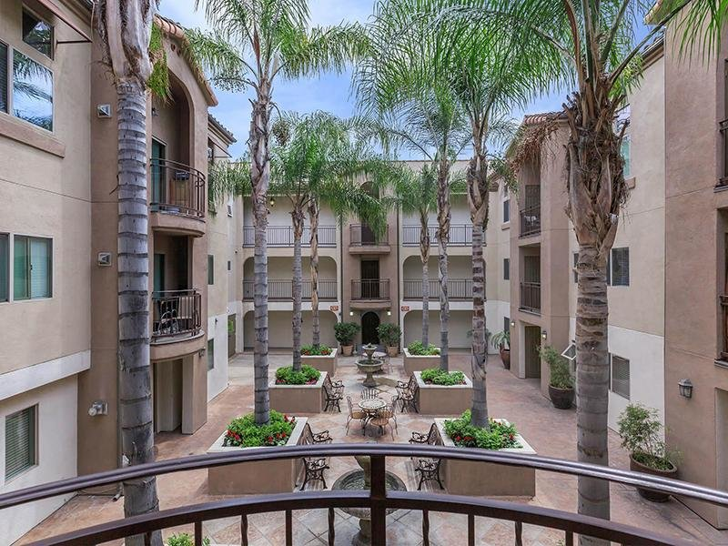 Courtyard View | Hollywood View Towers