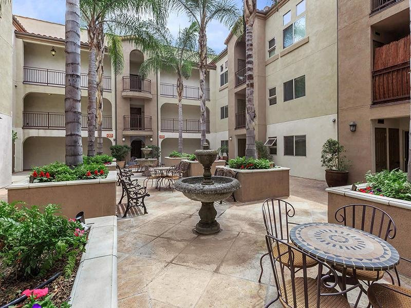 Courtyard Seating | Hollywood View Towers