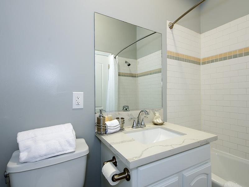 Bathroom | Hollywood View Towers