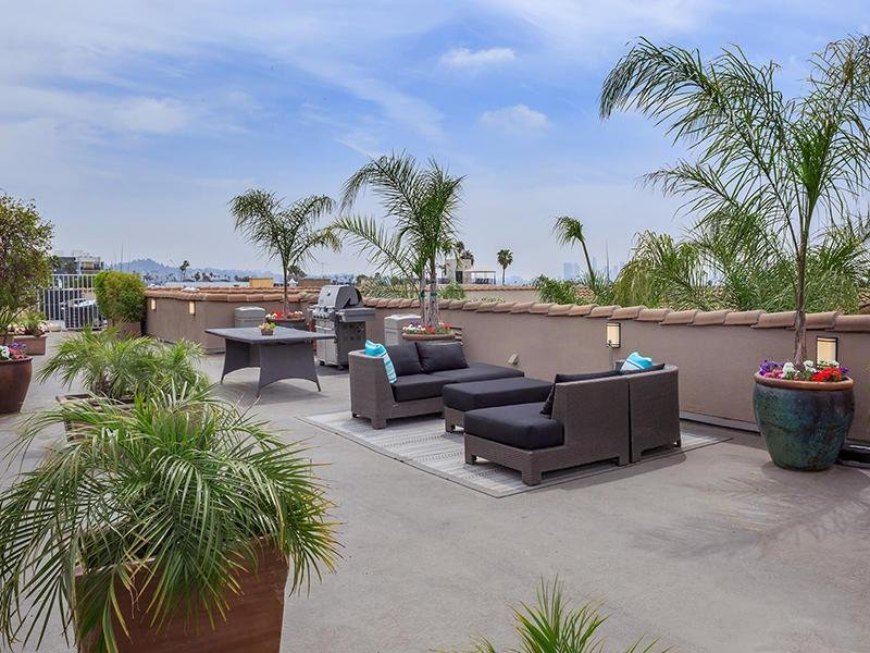 Lounge | Hollywood View Towers