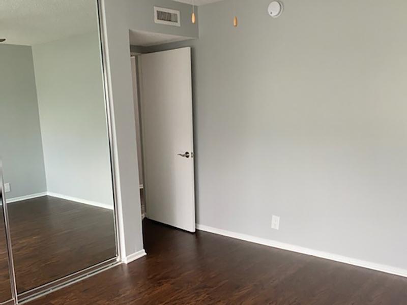 Bedroom | Studio City Midrise