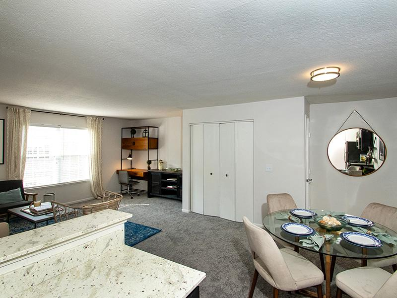 Spacious Living Room | Sawmill Crossing
