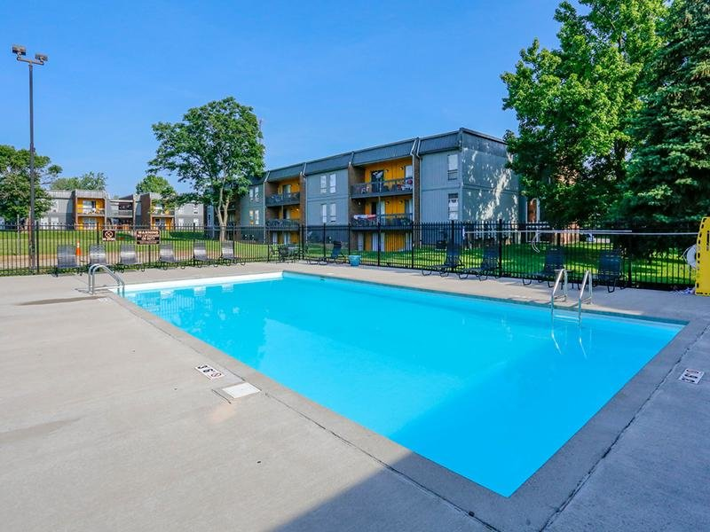 Pool | 1100 Apartments