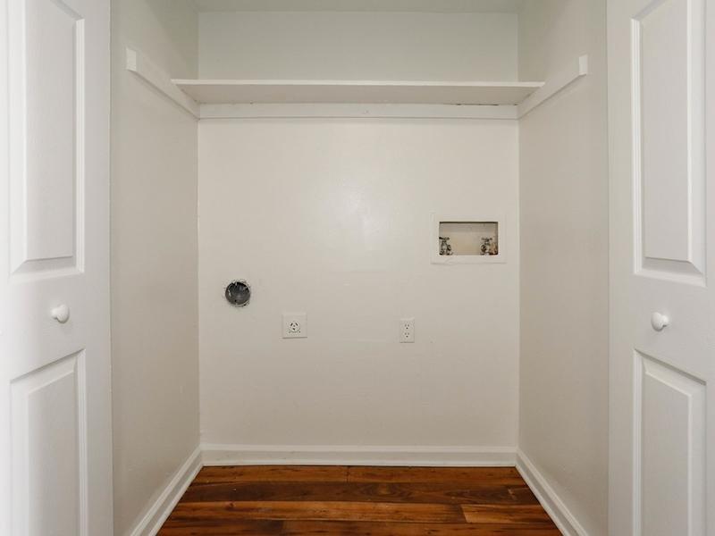 Closet | 1100 Apartments