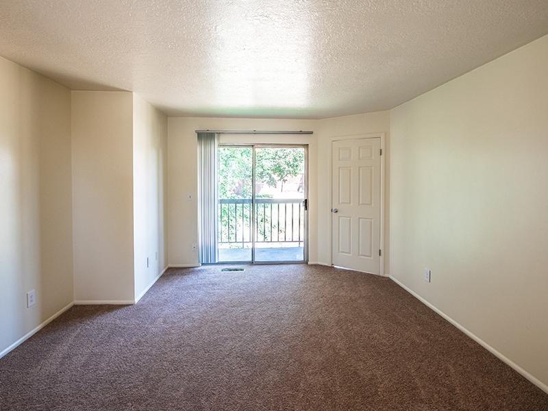 Front Room | Mountain Ridge Manor Apartments in Ogden, UT