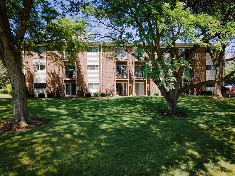 Beautifully Landscaped | Wellington Creek Apartments