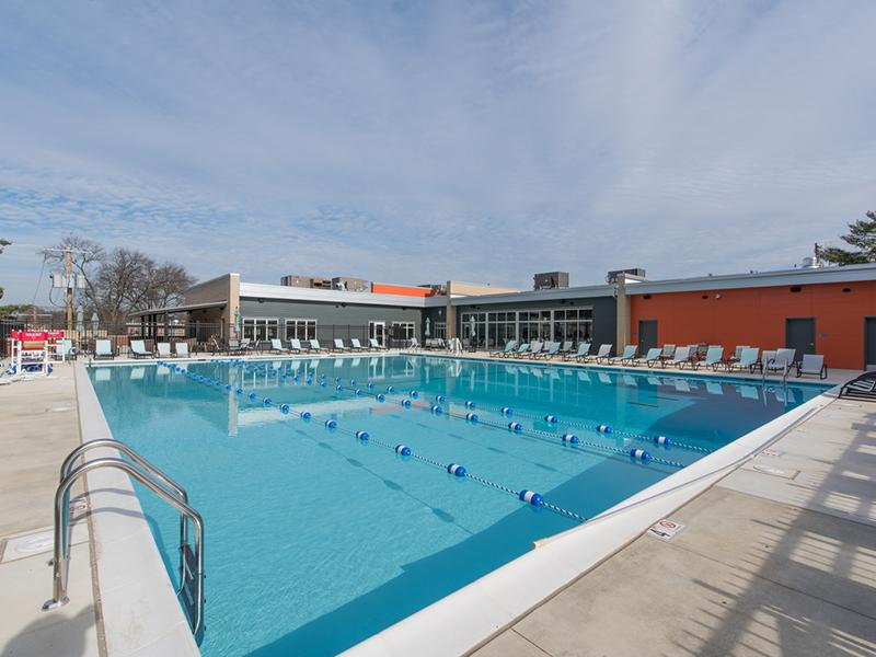 Swimming Pool Apartments in Washington