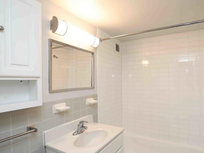 Bathroom | Park Tanglewood Apts