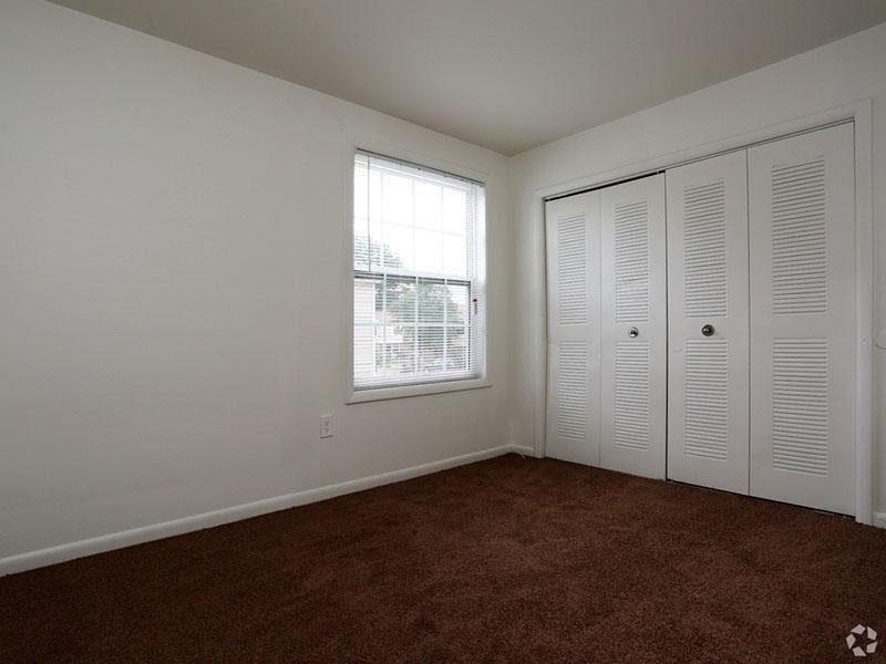 Bedroom - Mallard Greens Townhomes - VA