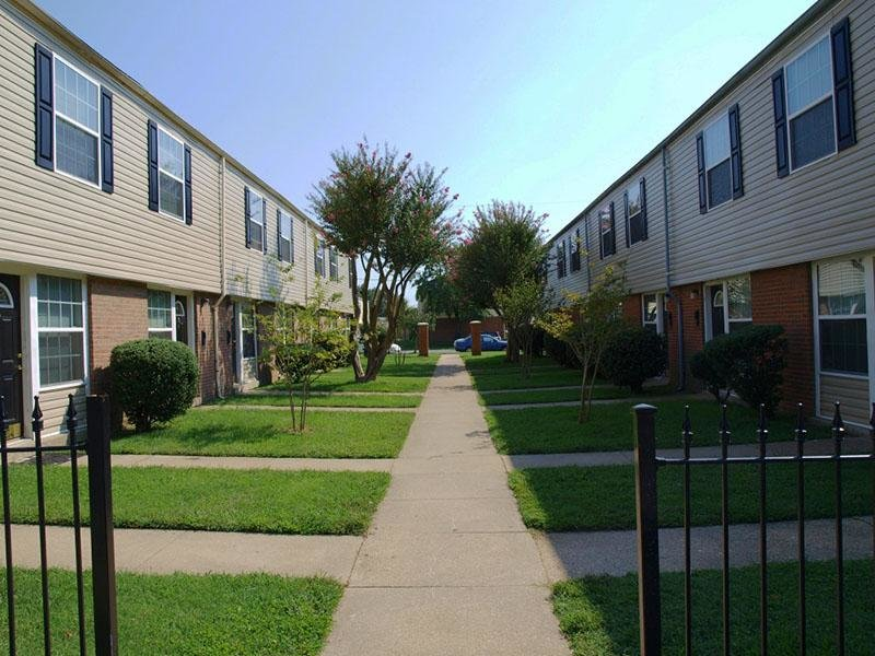 Exterior - Walkway - Mallard Green Townhomes
