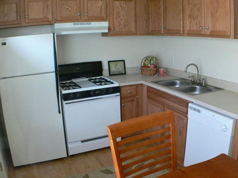 Kitchen - Mallard Green Townhome - VA
