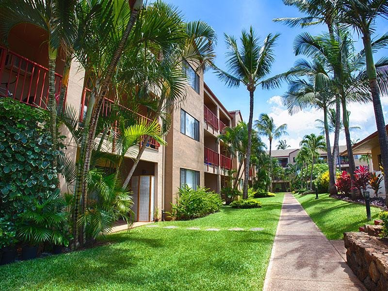 Exterior | Sunset Terrace Apartments in Lahaina, HI