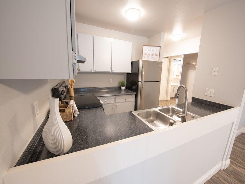 Sunset Terrace | Lahaina Apartments Kitchen