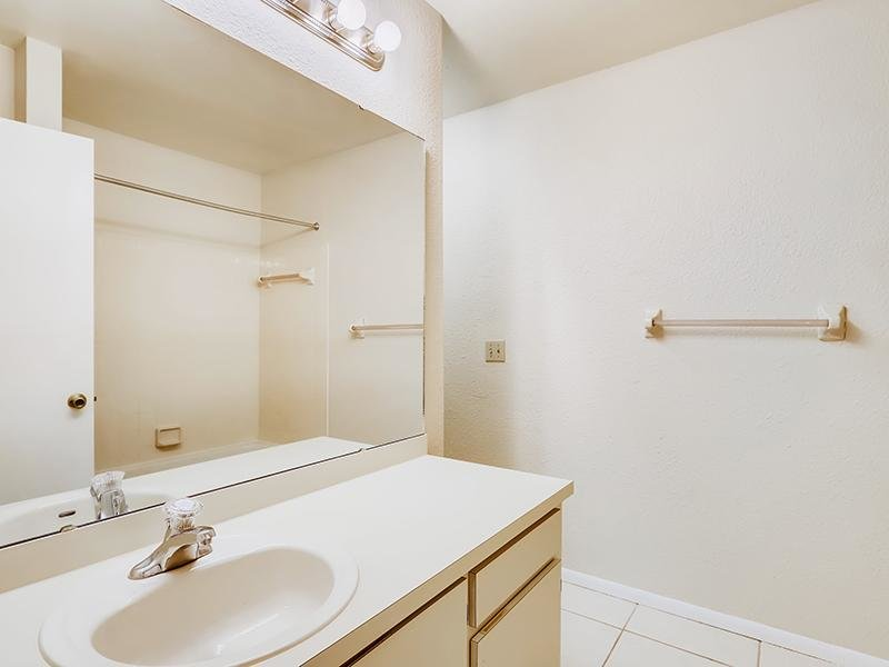 Bathroom   Bocage Apartments