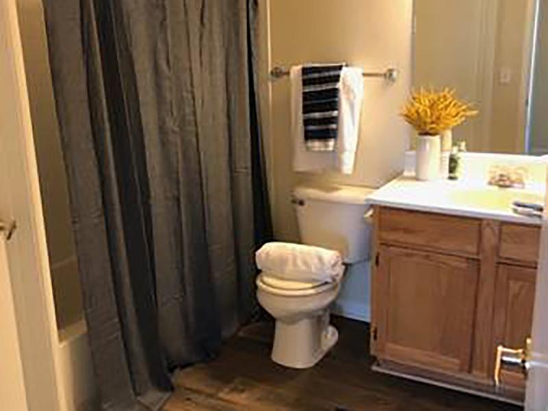 Bathroom | Bridgewater on the Lake