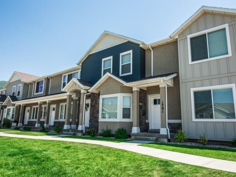 Apartment Exterior | Greyhawk Townhomes