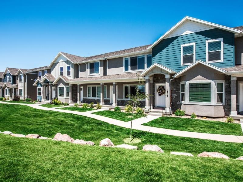 Far Apartment Exterior | Greyhawk Townhomes