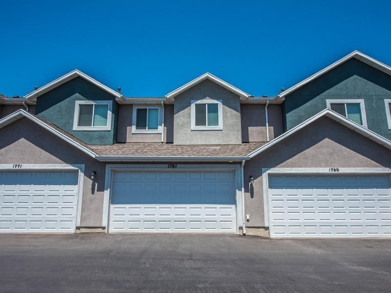 Garage Doors | Greyhawk Townhomes