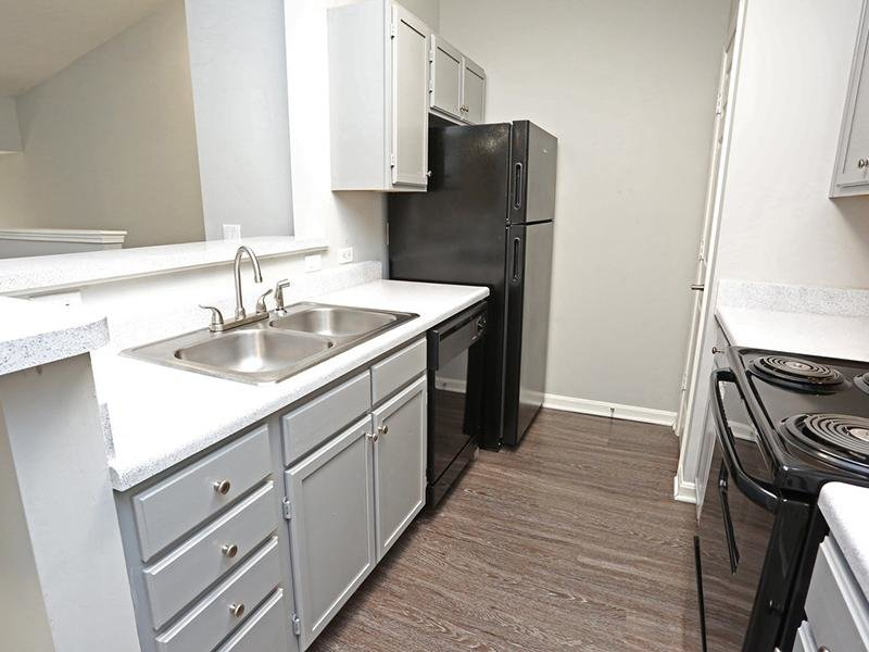 Kitchen | Lakeview Apartments
