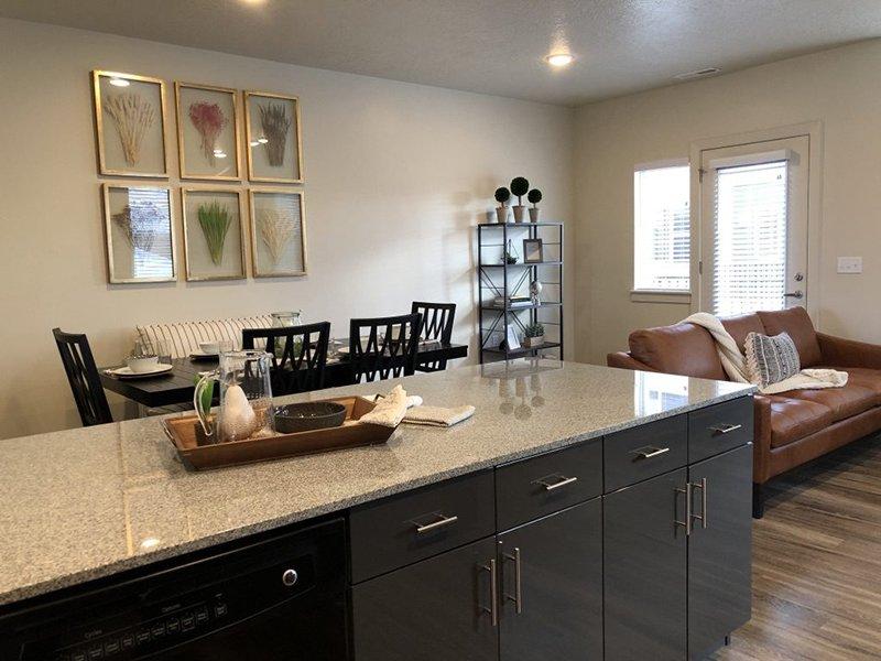 Kitchen | Majestic Townhomes