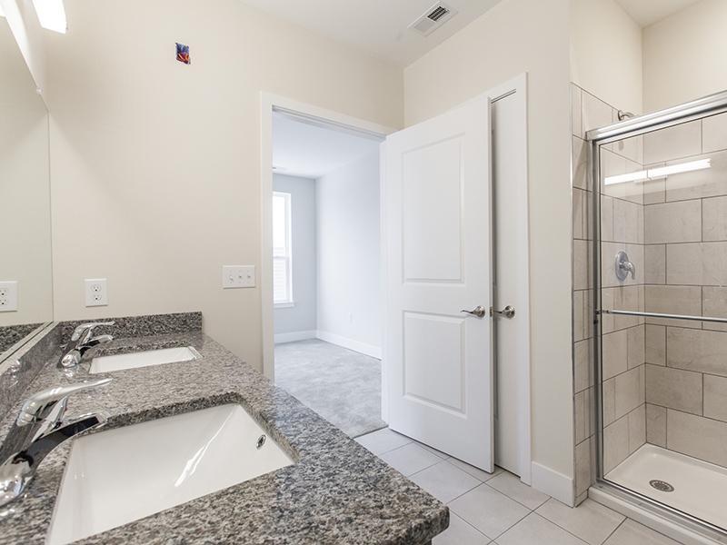 Bathroom   222 Park Place Apartments