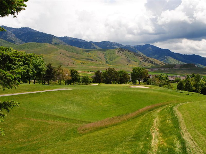 Birch Creek Golf Course nearby Smithfield Station Townhomes Apartment Community