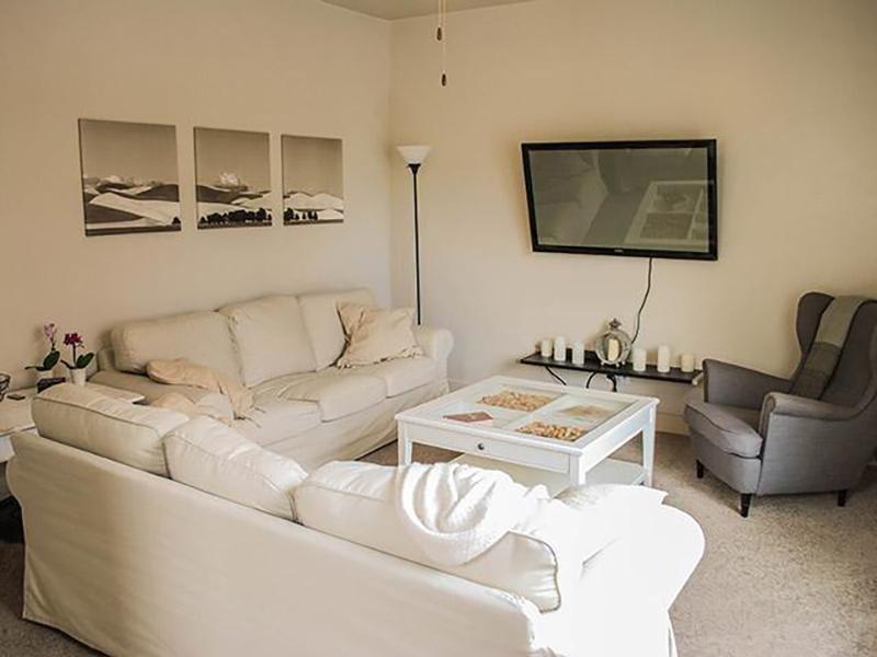 Front Room | South Ridge Apartments in South Jordan, UT