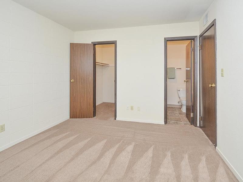 Walk In Closets | Village 1 Apartments