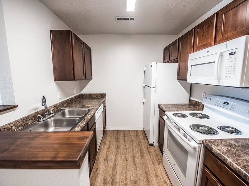 Kitchen | Canyon Pointe Apartments