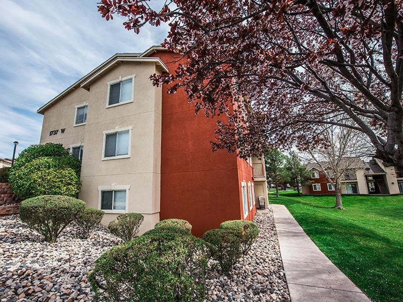 Building Exterior | Canyon Pointe Apartments in St George, UT