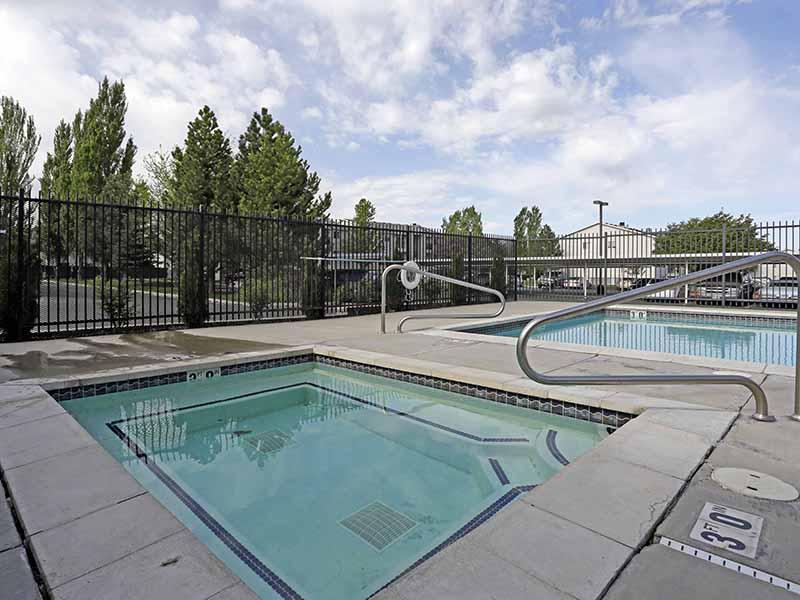 Hot Tub | Bridger Point Apartments