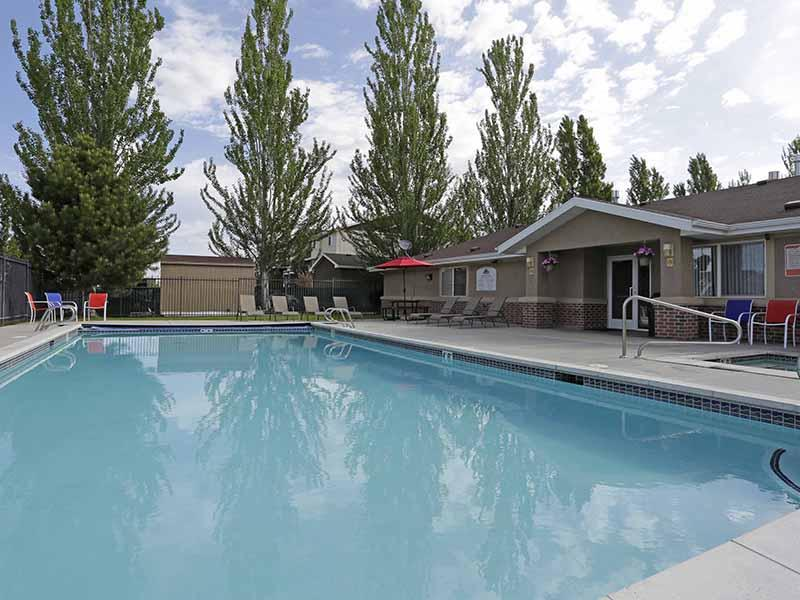 Pool | Bridger Pointe Apartments